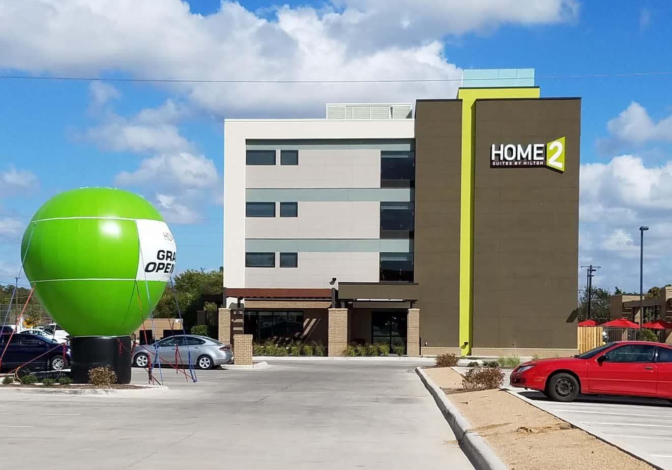 green balloon to advertise a hotel